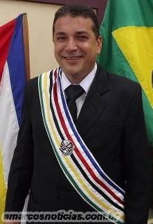 Zé Gomes com faixa CARIMBADA