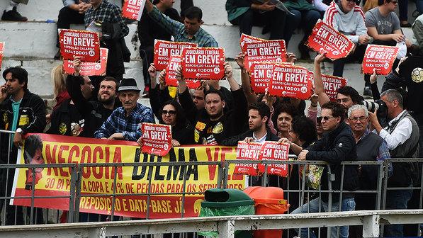 Protesto-dilma-expointer-esteio-02-size-598