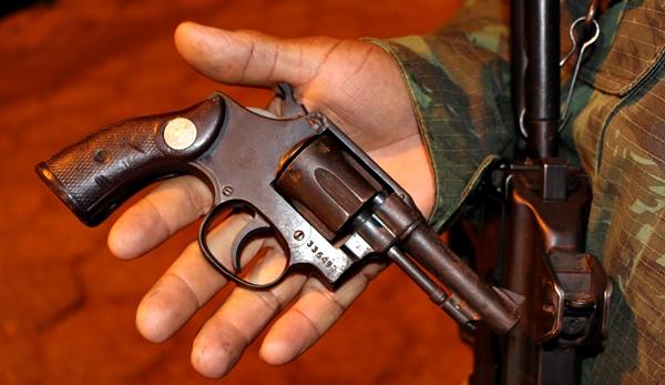 Arma que estava com os suspeitos
