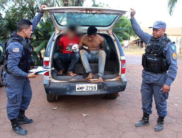 policiais e preso
